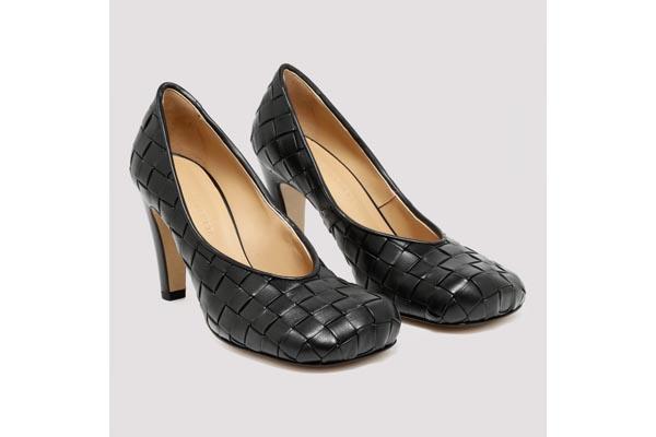 scarpe con punta quadrata